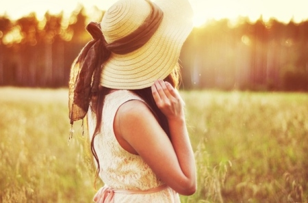 dress-girl-hat-meadow-old-old-fashioned-Favim.com-66565